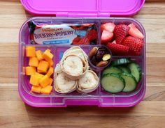 Recipes Snacks Lunch Ideas Toddler lunch ideas for daycare or preschool that can help you put together easy and healthy lunches on the go for your little ones. Toddler Lunch Box, Toddler Snacks, Toddler Dinners, Kids Lunch For School, Lunch To Go, School Lunches, Kid Lunches, Kids Cold Lunch Ideas, School Days