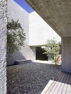 Visions of an Industrial Age // Wespi de Meuron Romeo architects, Hannes Henz · New Concrete House in Brissago Architecture Courtyard, Residential Architecture, Contemporary Architecture, Landscape Architecture, Interior Architecture, Ancient Architecture, Sustainable Architecture, Design Exterior, Patio Design