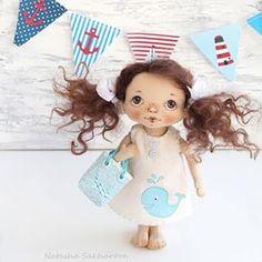 Вновь #морскаятема , вы еще не устали? А у меня идей стотыщ и останавливаться я пока не хочу! Малышка продана. Рост 20 см.  #куклаизткани #куклысахаройнатальи #морскаятема #кит #красивыйдом #текстильнаякукла #продаю #авторскаякукла #уютныйдом #ручнаяработавторскаякукла #artdoll #doll #dollmaker #handmade