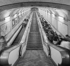 El metro - Viaje en el tiempo Madrid Metro, Metropolitan Line, Vintage Photography, Old Pictures, Stairways, Railroad Tracks, Barcelona, Spain, Landscape
