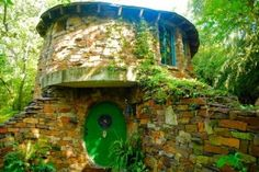 cool hobbit house in dallas tx