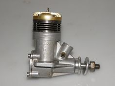 Gordon Burford designed and produced Glo Chief cu. vintage model aircraft glow plug engine dating from the late Vintage Models, Diesel Engine, 1950s, Glow, Aircraft, Engineering, Dating, Aviation, Plane
