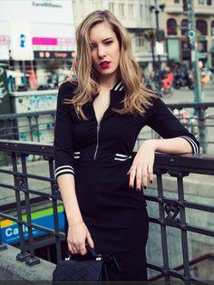 Comprar vestido negro Philippa and Co - Vestido negro con detalles de rayas blancas en cuello, bolsillos y mangas con cuello cremallera