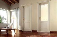 Abbinare porte e pavimento - Porte bianche e pavimento in legno scuro