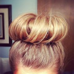 This is a PERFECT sock bun! Also if you roll your hair in a sock bun and sleep on it and take it out the next morning you will have B-E-A-utiful curls! I do it all the time! My Hairstyle, Pretty Hairstyles, Hairstyle Tutorials, Bun Tutorials, Sock Bun Hairstyles, Nurse Hairstyles, Party Hairstyle, Travel Hairstyles, Short Hairstyles