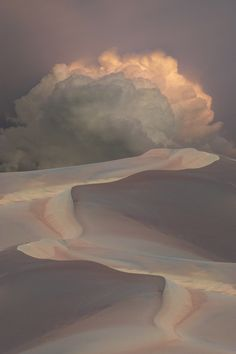 Clouds in the sky over sand dunes Amazing Nature Photos, Beautiful Pictures, Nature Pictures, Beautiful World, Beautiful Places, Beautiful Cats, Tornados, Thunderstorms, All Nature