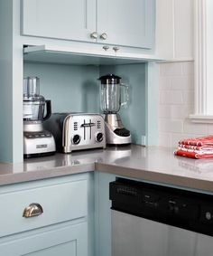 Small Kitchen Makeover The Top Kitchen Trends For 2019 - Everyone wants their home to look amazing. This is why we are going to help you create your dream kitchen by telling you about the top kitchen trends for Kitchen Wall Storage, Kitchen Ikea, Kitchen Appliance Storage, Kitchen Tops, Kitchen Interior, New Kitchen, Appliance Garage, Corner Storage, Appliance Cabinet