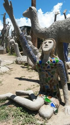 The owlhouse in Nieu Bethesda. Helen Martins is an extraordinary example of outsider art. Ostracised in her life time but now her legacy causes the entire village to prosper. Chandigarh, Papercrete, Quirky Art, Art Brut, Owl House, Visionary Art, Mecca, Outsider Art, Heartland