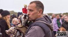 L'ultimo commovente saluto di un padrone al suo cane  TI HO MANDATO IN UNA TERRA LIBERA DAL DOLORE... NON PERCHÉ NON TI AMASSI, MA PERCHÉ TI HO AMATO TROPPO PER OBBLIGARTI A RESTARE... #Iloveanimals #Ilovepets #IlovemyWhippet #Whippet #WalkWithWalnut #WalnutsLastWalk #FbSocialPet