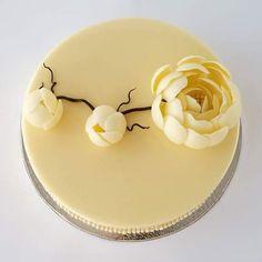 57 New ideas cake art design flower Sparkle Cake, Cake Decorating Icing, Cupcakes Decorados, Decoration Patisserie, Chocolate Flowers, Cake Chocolate, White Chocolate, Mirror Glaze Cake, Hazelnut Cake