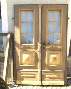 Haustüren alter stil  Alte edele Tür in Frankreich, Haustür aus Holz, eingefaßt in ...