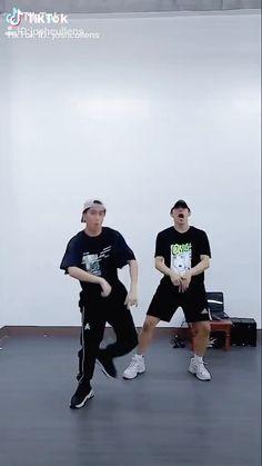 Dance Movies, Dance Music Videos, Choreography Videos, Cool Dance Moves, Dance Tips, Best Dance, Korean K Pop, Korean Men, Guy Dancing