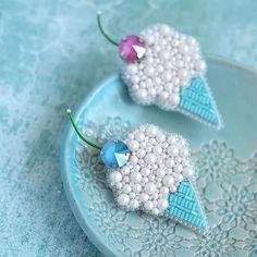Crochet jewelry 34551122130246008 - Crochet jewelry earrings beads super ideas Source by joaniekeller Bead Embroidery Tutorial, Bead Embroidery Jewelry, Beaded Embroidery, Handmade Beaded Jewelry, Brooches Handmade, Beaded Brooch, Bead Jewellery, Bead Art, Bead Crafts