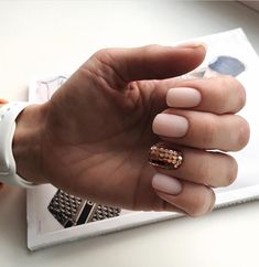 Rose gold is one of the hottest nail color trends this season! From chrome rose gold to matte nails, get inspired by these 30 gorgeous rose gold nail designs! Love Nails, Fun Nails, Golden Nails, Gold Nail Designs, Rose Gold Nails, Wedding Nails, Hair Wedding, Wedding Makeup, Wedding Rings