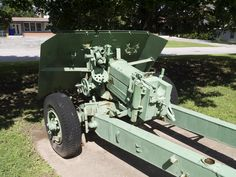 Rear view of QF displayed in Burlington, Ontario Commonwealth, Burlington Ontario, Military Weapons, Panzer, Military History, Rear View, Armed Forces, Military Vehicles, Wwii