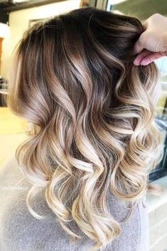 18 Trendy Balayage Hair Ideas to Try This Season ★ Balayage Ideas for Long . 18 Trendy Balayage Hair Ideas to Keep You in . Ombré Hair, New Hair, Medium Hair Styles, Curly Hair Styles, Brown Blonde Hair, Ombre Hair Color, Hair Pictures, Balayage Hair, Bayalage