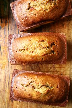 Recipe For Pumpkin Bread - This happens to be my mother's recipe, and it is incredibly delicious. The batter comes together in minutes. l bread desserts Pumpkin Recipes, Fall Recipes, Holiday Recipes, Köstliche Desserts, Delicious Desserts, Yummy Food, Health Desserts, Biscuit Vegan, Bread Recipes