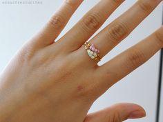 Outro anel ... o que eu posso fazer? HEUHEUHE    Esse é super delicadinho {e super simples de fazer}, com um toque de cor .         ...