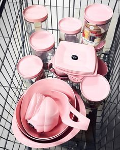 Interior Design Living Room, Living Room Designs, Hello Kitty Kitchen, Rose Gold Kitchen, Colour Story, Shabby Chic Pink, Shop Layout, Kitchen Essentials, Beautiful Kitchens
