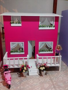 Casinhas de Bonecas para Barbie Cardboard Dollhouse, Diy Dollhouse, Barbie Doll House, Barbie Dream House, Diy Gifts For Kids, Diy For Kids, Monster House, Pvc Projects, Miniature Rooms