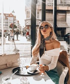 Stay Healthy 9 scientifically proven ways to stay healthy Paris Outfits, Mode Outfits, Fashion Outfits, Womens Fashion, Look Fashion, Paris Fashion, Autumn Fashion, Fashion Goth, Classy Outfits
