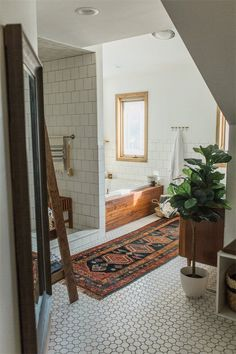 Wir sind besessen über dieses moderne Vintage Ohio-Haus We& obsessed with this modern vintage Ohio house Modern Boho Bathroom, Beautiful Bathrooms, Small Bathrooms, Modern Vintage Bathroom, Vintage Modern Living Room, Eclectic Bathroom, Modern Vintage Homes, Minimalist Bathroom, Dream Bathrooms