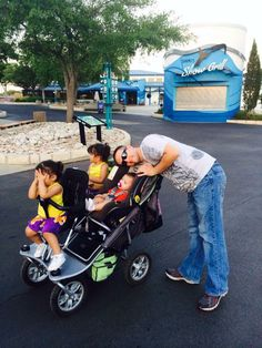 Triple stroller, this stroller is AMAZING