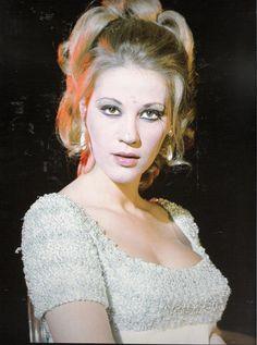 Zoe Laskari was born Zoi Kouroukli in Thessaloniki December In she won the title of Star Hellas (Miss Greece). Female Stars, Crazy Girls, Old Movies, Beautiful Actresses, Most Beautiful Women, Movie Stars, Hair Makeup, Greek, Hollywood