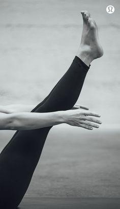 Navasana Vibes mit Bauchmuskeln in Flammen. Yoga stellt Yoga Inspiration Yoga Motivation Workout Motivation Fitness Inspiration poses acro poses advanced poses back pain poses flexibility poses for abs poses for beginner Yoga Ashtanga, Yoga Bewegungen, Yoga Flow, Vinyasa Yoga, Iyengar Yoga, Yoga Inspiration, Fitness Inspiration, Motivation Inspiration, Style Inspiration