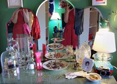 vanity table like the use of the dessert plate