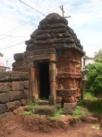 The Papanasini Siva temple is located in the Papanasini, Bhubaneswar,   It is an abandoned temple.