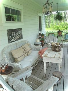 Gorgeous 45 Vintage Garden Furniture Ideas for Front Porches https://lovelyving.com/2017/12/30/45-vintage-garden-furniture-ideas-front-porches/