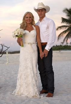 """Jewel"" Kilcher and Ty Murray married in 2008 Celebrity Wedding Photos, Celebrity Wedding Dresses, Celebrity Couples, Celebrity Weddings, Wedding Gowns, Celebrity Style, Lace Wedding, Wedding Beach, Casual Wedding"