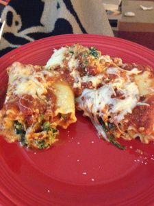 Try this fall twist on lasagna! Kale and Pumpkin Lasagna Rollups. Combo Recipe, Pumpkin Lasagna, Go Veggie, Vegetarian Main Dishes, Lasagna Rolls, Good Food, Fun Food, Healthy Eating, Healthy Food