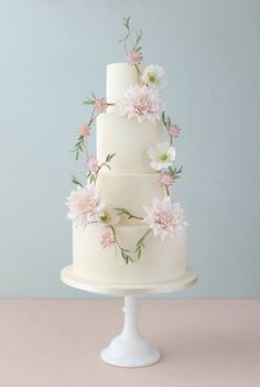 The latest Zoe Clark Cake.  Isn't it just so delicate, soft and dreamy?  Gorgeous!