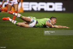 Josh Hodgson of the Raiders scores a try during the NRL Qualifying Final match between the Canberra Raiders and the Cronulla Sharks at GIO Stadium on September 10, 2016 in Canberra, Australia. #nrlfinals