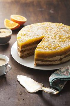 #tort marchewkowy z kremem chałwowym i #galaretka z pomarańczy. #delektujemy #carrotcake #orange