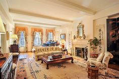 Luxury Collection 2014: 885 Park Avenue, Apt. 5C, Upper East Side, Manhattan, New York - learn more: http://www.corcoran.com/nyc/listings/display/3013154?utm_medium=Social&utm_source=Pinterest&utm_campaign=Property