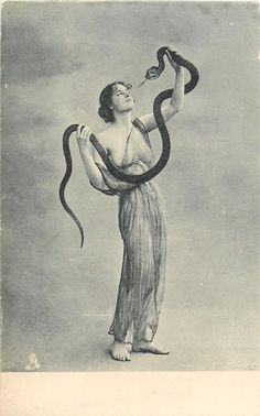 full length pose of woman holding up snake with both arms - TuckDB Postcards Old Photos, Vintage Photos, Snake Art, Arte Obscura, Mystique, Body Poses, Vintage Beauty, Vintage Photography, Belle Photo