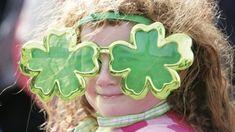 Feiern wir den St. Patrick's Day zu Hause Ab 20 Uhr startet am 17. März der Live Stream. Neben irischen Musikern und Tänzern hält das Event allerhand Überraschungen bereit. Irland London Eye, Live Stream, Crown, The Colosseum, National Day Holiday, Around The Worlds, Celebrations, Ireland, Corona