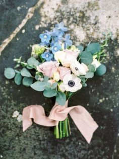 Simple Rustic Rose Hand-tied Wedding Bouquet