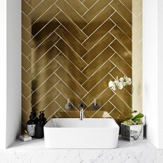 British Ceramic Tile Metallic gold wall tile x Interior Design Bathroom Tile Designs, Bathroom Interior Design, Decor Interior Design, Gold Bad, Balkon Design, Toilet Room, Small Toilet, Gold Kitchen, Gold Bathroom