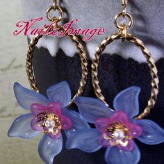 A simple & elegant piece using lucite flowers to add to your jewelry collection. Lucite Flower Earrings, Jewelry Design Earrings, Bead Earrings, Cute Jewelry, Making Jewelry For Beginners, Purple Jewelry, Beaded Jewelry Patterns, Summer Jewelry, Fashion Necklace