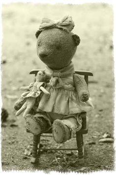 Alisa By Rutkovskaya Anna - Alisa, a girl of 30 cm, naive kind and affectionate. Although soon goes to school, but can not part with his doll Marusya) Vintage plush, sawdust, nautilus pebbles, cotton, doll))