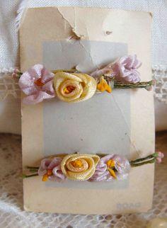 Circa 1920s Lovely Silk Ribbonwork Rosette Lingerie Pins Still On Their Original Card