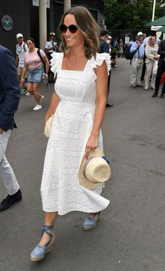 Pippa Middleton shows off her baby bump in a printed maxi dress and white summer espadrilles at the 2018 Wimbledon Championships. Espadrilles Outfit, Castaner Espadrilles, Espadrille Shoes, Pippa Middleton Dress, Maternity Fashion, Maternity Style, Pregnancy Style, Frock For Women, Bardot Dress