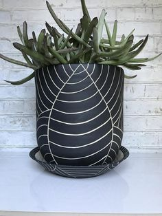 MADE TO ORDER - All black leaf carved large ceramic planter - modern wheel thrown pottery planter - modern ceramics - minimalist pottery Black Clay, White Clay, Large Ceramic Planters, Seattle, White Planters, Wheel Thrown Pottery, Black Leaves, Painted Pots, Modern Ceramics