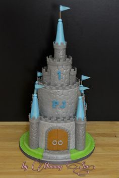 Castle Cake - Cake by Mommy Sue