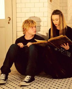 Tate and Violet -AHS Murder House  [Actually this is Kyle and Zoe from coven, who are often mistaken for Tate and violet.] Even Peters, Violet Ahs, Tate And Violet, Bae, Tate Ahs, Netflix, Kyle Spencer, Fandoms, American Horror Story Coven