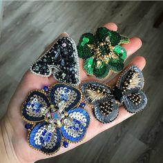 Автор @aidmedina_hm   〰〰〰〰〰〰〰〰〰〰〰〰〰〰 По всем вопросам обращайтесь к авторам изделий!!!  #ручнаяработа #брошьизбисера #брошьручнойработы #вышивкабисером #мастер #бисер #handmade_prostor #handmadejewelry #brooch #beads #crystal #embroidery #swarovskicrystals #swarovski #купитьброшь #украшенияручнойработы #handmade #handemroidery #брошь #кольеручнойработы #кольеизбисера #браслеты #браслетручнойработы #сутажныеукрашения #сутаж #шибори #полимернаяглина #украшенияизполимернойглины